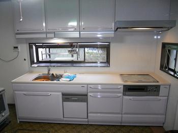 見違えるように明るくすっきりとしたキッチンになりました。