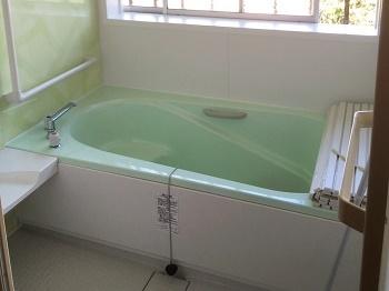 独り暮らしの母が安心して入れる浴室になりました。